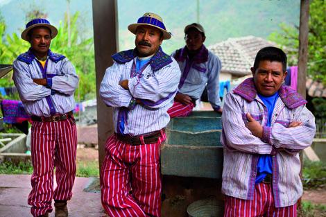 In dem kleinen Ort Chajon wird die Arbeit in den Kaffeefeldern seit Generationen weitergegeben. Foto: Reza